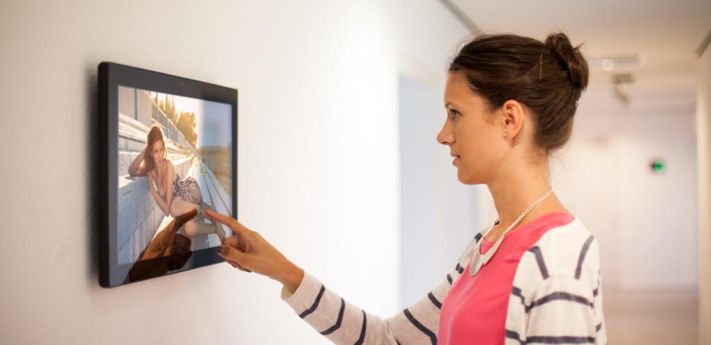 Digital Signage mit 21,5 Zoll viewneo Tablet
