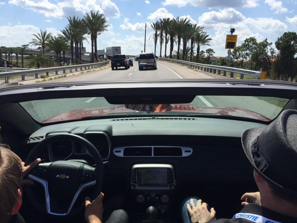 Außer uns ist niemand so verrückt und fährt zu dieser Zeit offen in Florida.